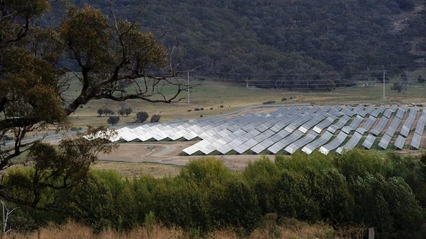 Who's the greenest of us all? Wind farms, light rail and the ACT government